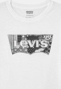 Levi's® - GRAPHIC - T-shirts print - white - 2