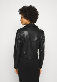 Guess - NATALIA  - Giacca in similpelle - jet black - 2