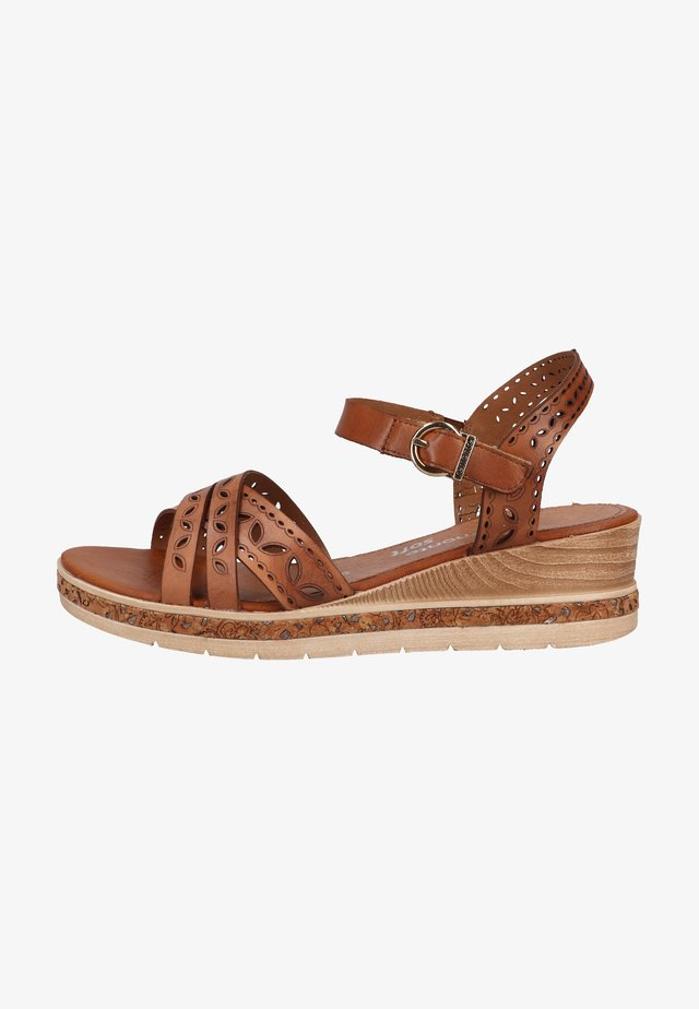 Sandalen met plateauzool - muskat