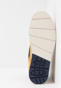 Levi's® - JAX LITE SPORTSWEAR - Botines con cordones - regular yellow - 4