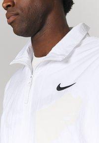 Nike Performance - STARTING - Sportovní bunda - white/black/university red - 4