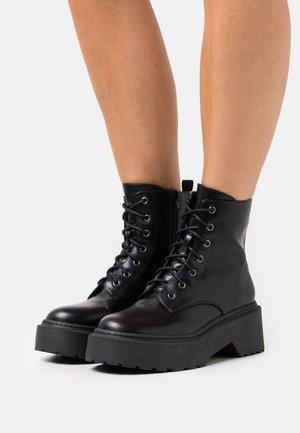 LOW SHAFT BOOT - Nauhalliset nilkkurit - black