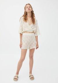 PULL&BEAR - Shorts - mottled beige - 1