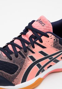 ASICS - GEL ROCKET 9 - Volleyball shoes - guava/midnight - 5