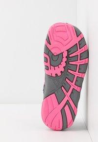 Kappa - REMINDER - Trekingové boty - grey/flamingo - 5