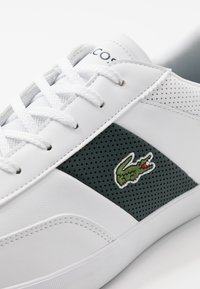 Lacoste - COURT MASTER - Sneakersy niskie - white/dark green
