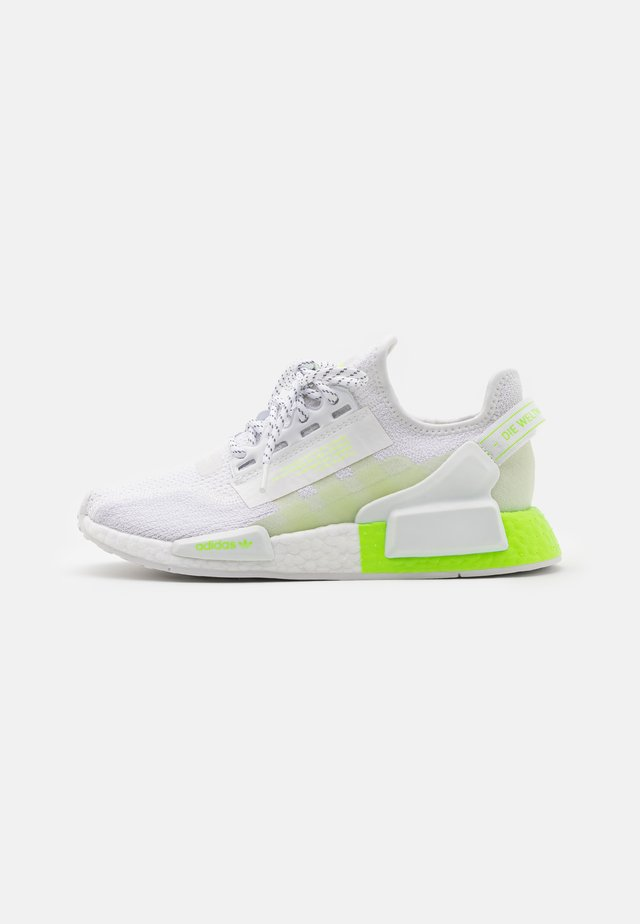 NMD_R1.V2 UNISEX - Sneaker low - footwear white/signal green