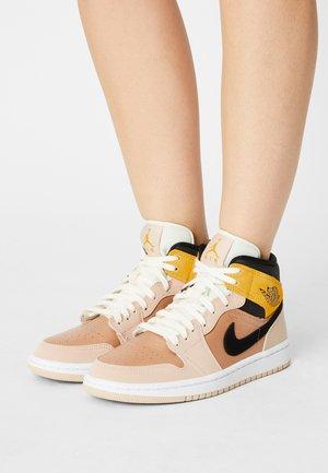 AIR JORDAN 1 MID SE 3 - Sneakers high - particle beige/black/metallic red bronze