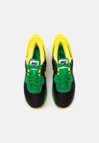 Nike Sportswear - AIR MAX 90 FLYEASE UNISEX - Sneakers basse - black/yellow strike/green/black - 3