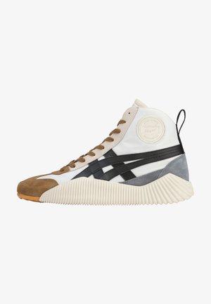 ACROMOUNT MT - Sneakersy niskie - cream/black