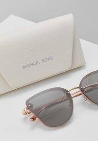 Michael Kors - SANIBEL - Sluneční brýle - milky pink - 3