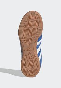 adidas Performance - TOP SALA UNISEX - Indoor football boots - globlue/white/royalblue - 5