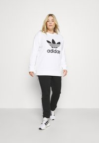 adidas Originals - CREW - Sweatshirt - white - 1
