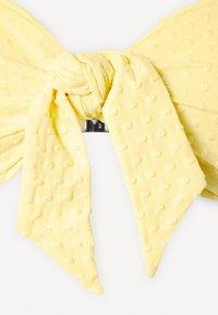 Seafolly - SPLASH DOT TWIST TIE FRONT BANDEAU - Bikini top - lemon butter - 8