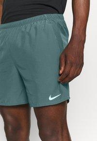 Nike Performance - CHALLENGER SHORT - Korte sportsbukser - hasta - 4