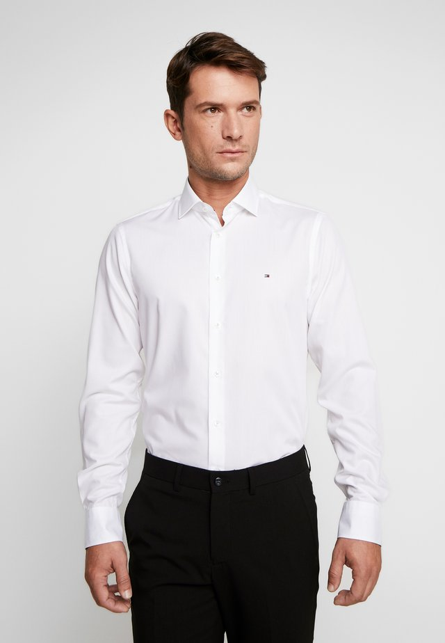 POPLIN CLASSIC SLIM SHIRT - Camicia elegante - white