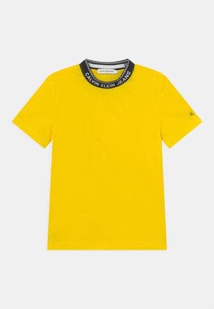 INTARSIA - Print T-shirt - bright sunshine