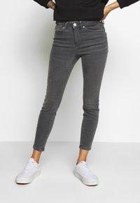 Vero Moda Petite - VMTERESA MR JEANS PETITE - Jeans Skinny Fit - medium grey denim - 0