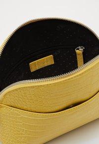 s.Oliver - Across body bag - yellow - 4