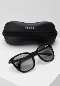 VOGUE Eyewear - Occhiali da sole - black - 2