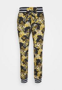 Versace Jeans Couture - FLEECE NEW LOGO - Teplákové kalhoty - nero - 5