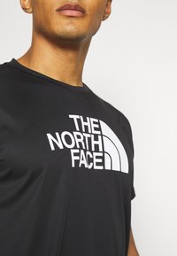 The North Face - MENS REAXION EASY TEE - Camiseta estampada - black - 4