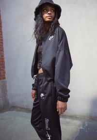Nike Sportswear - AIR - Chaquetas bomber - black/white - 8