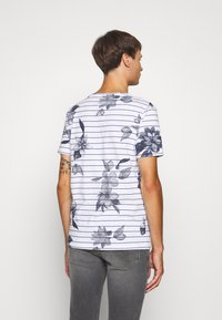 Jack & Jones - JCOFLOWER TEE CREW NECK - Print T-shirt - white - 2
