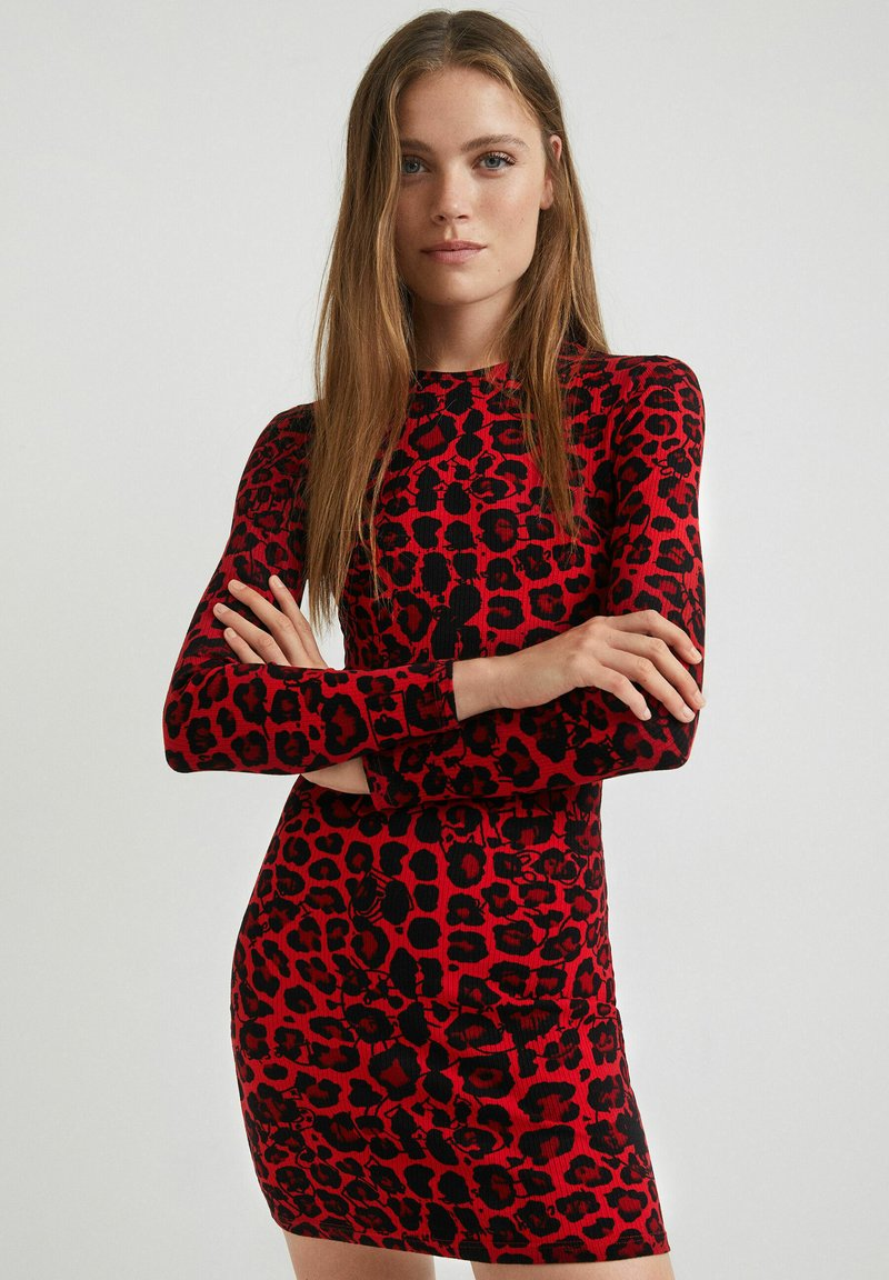 Desigual - Sukienka etui - red