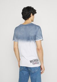 Key Largo - Print T-shirt - derby blue - 2
