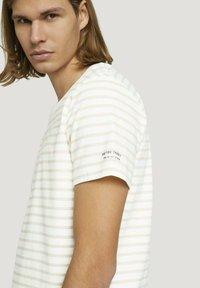 TOM TAILOR DENIM - Print T-shirt - yellow white thin stripe - 3