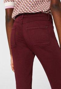 Esprit - SUPERSTRETCH - Jeans Skinny Fit - garnet red - 4