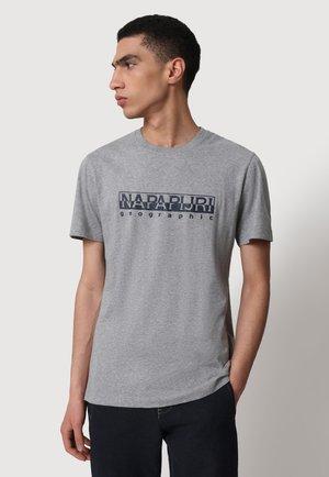 SERBER PRINT - T-shirt med print - medium grey melange