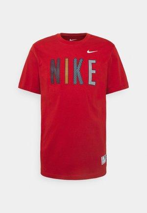 GRAPHIC TEE - T-shirt med print - cinnabar