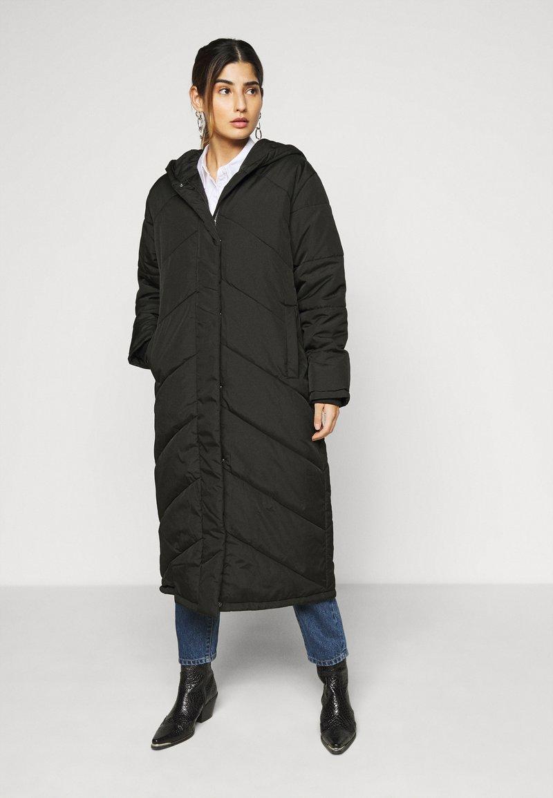 Selected Femme Petite - SLFJANNA PUFFER COAT PETITE - Vinterkåpe / -frakk - black