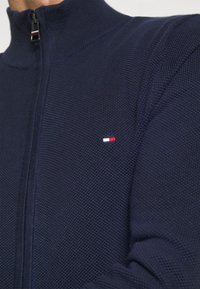 Tommy Hilfiger - FINE STRUCTURED ZIP THROUGH - Gilet - blue - 5