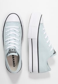 Converse - CHUCK TAYLOR ALL STAR LIFT RENEW - Sneakers - polar blue/white/black - 4