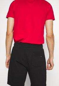 Tommy Hilfiger - BASIC EMBROIDERED  - Shorts - black - 3