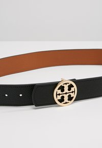 Tory Burch - REVERSIBLE LOGO - Ceinture - black/saddle - 6
