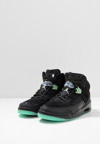 Jordan - SPIZIKE  - Skateboardové boty - black/green glow/anthracite - 2