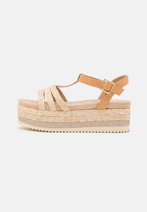 Sandalen met plateauzool - nude