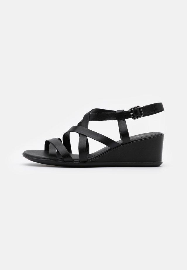 SHAPE - Sandály na klínu - black santiago