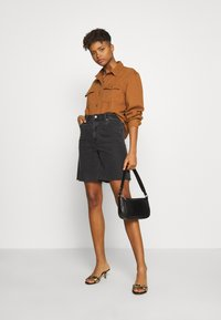 Missguided - BOYFRIEND FIT - Button-down blouse - camel - 1