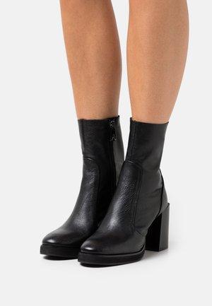 HAZEL - Støvletter - black