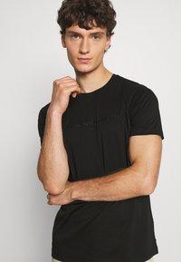Alessandro Zavetti - DEMINIO - T-paita - black - 3