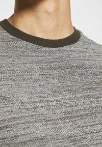 Lyle & Scott - Basic T-shirt - trek green - 5
