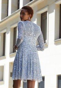 Needle & Thread - AURELIA LONG SLEEVE MINI DRESS - Koktejlové šaty/ šaty na párty - dove blue - 3