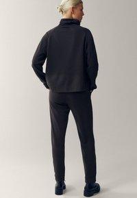 Massimo Dutti - Tracksuit bottoms - green - 1