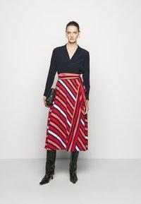 Diane von Furstenberg - TILDA - A-line skirt - shadow/pop red - 1