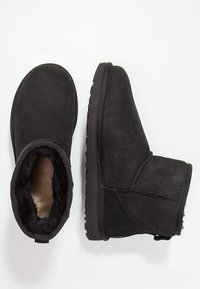 UGG - CLASSIC MINI II - Bottines - black - 4